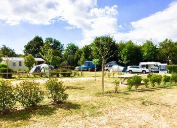 cour et emplacement en camping Vendée