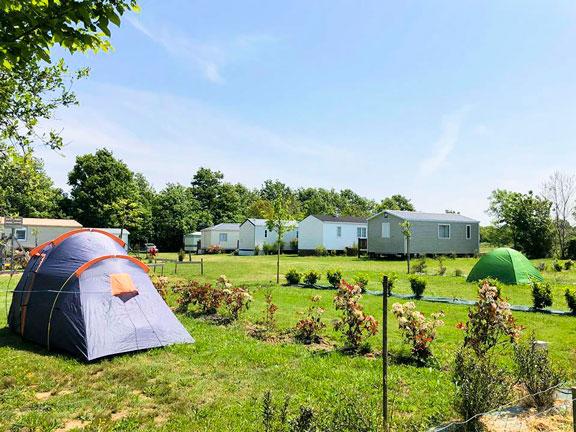 emplacement pour tous camping près de l étang