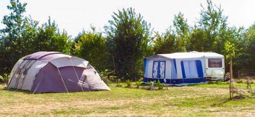 tentes placées en camping Vendée